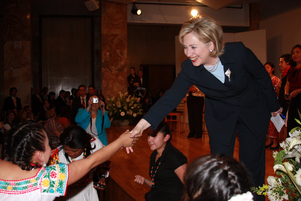 Secretary Clinton Attends Roundtable With Indigenous Students and Teachers
