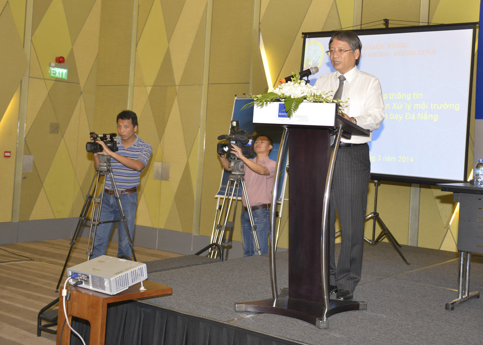 Mr. Nguyen Ngoc Tuan, Danang People's Committee Vice Chairman, speaks at the Community Outreach Session on Environmental Remediation of Dioxin Contamination at Danang Airport Project