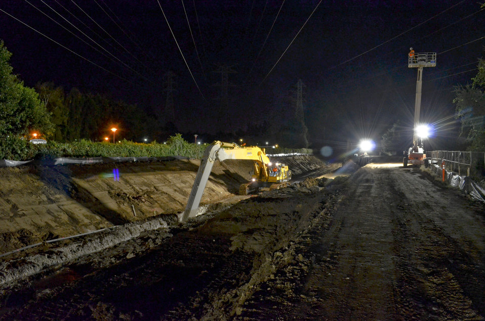 Seepage cutoff wall nighttime construction along the American River