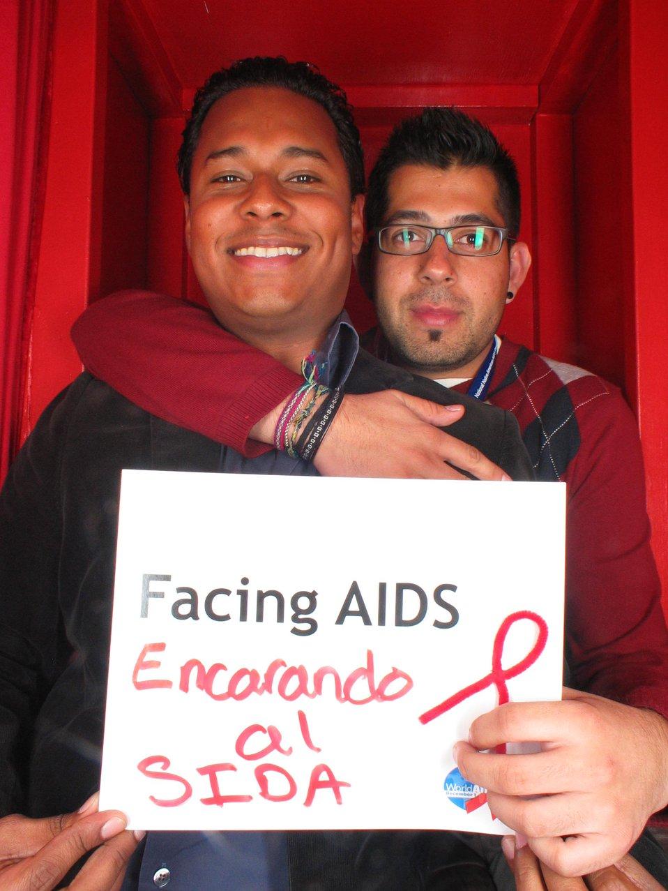 Facing AIDS encarando al SIDA.