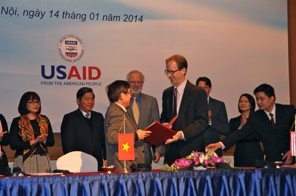 USAID and Vietnam' Ministry of Justice sign an MoU to begin USAID's new Governance for Inclusive Growth program.