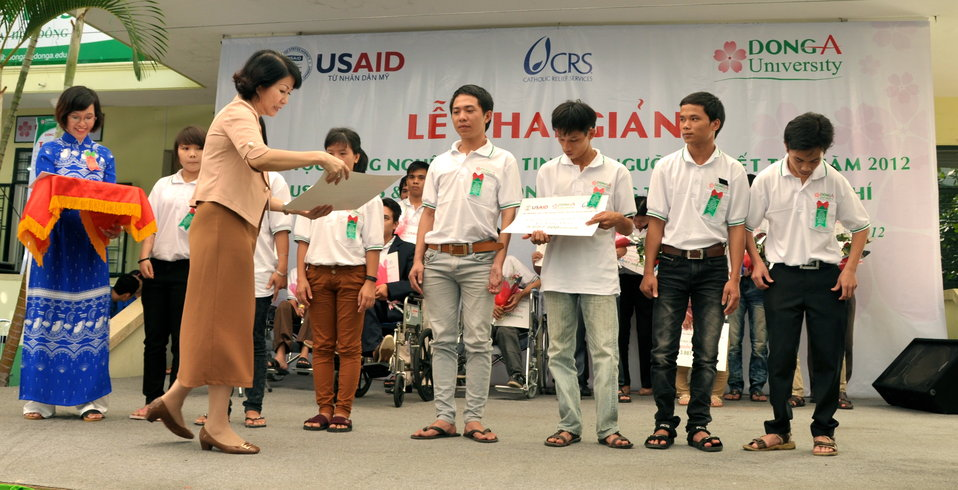 New class of students starts at Dong A Univeristiy with support from USAID and CRS