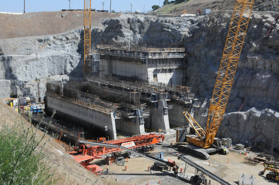 Folsom's 'second dam' beginning to take shape