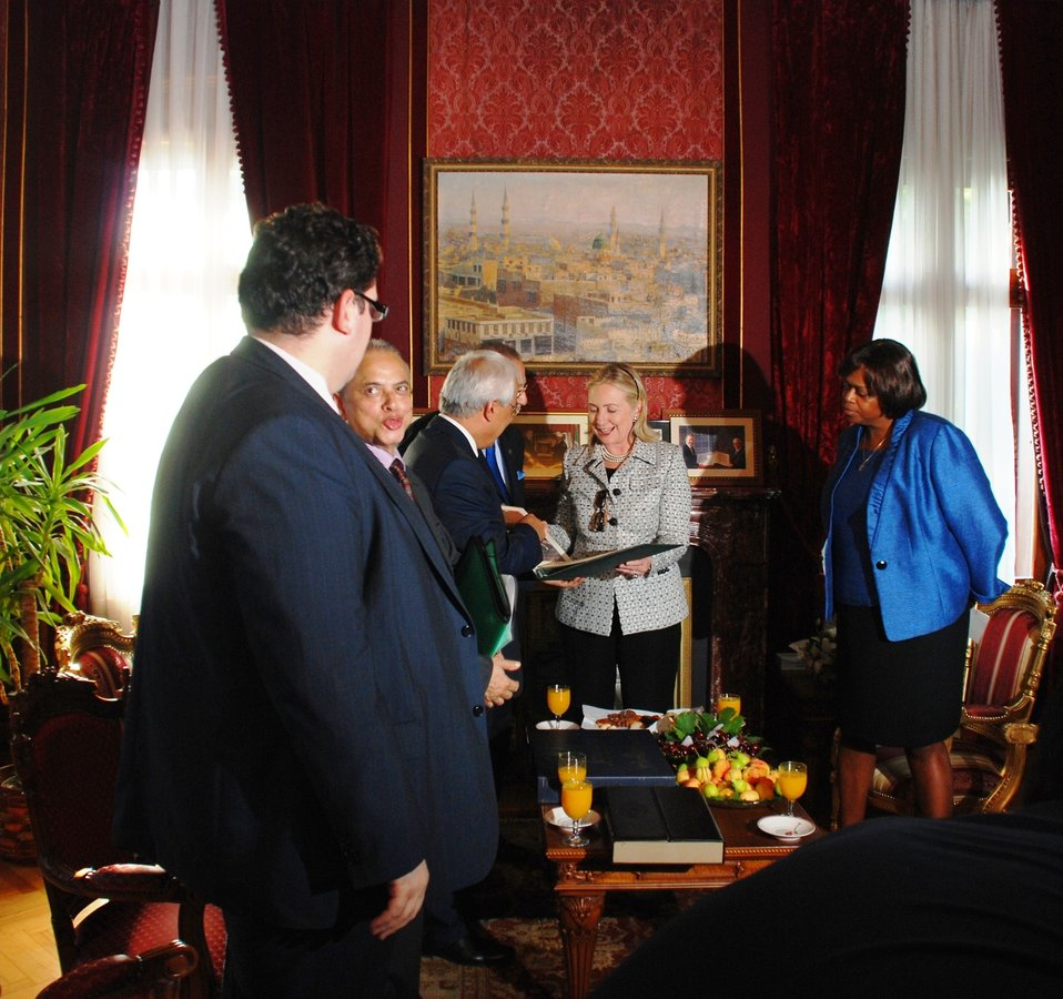 Secretary Clinton Meets With Secretary General of OIC Ihsanoğlu