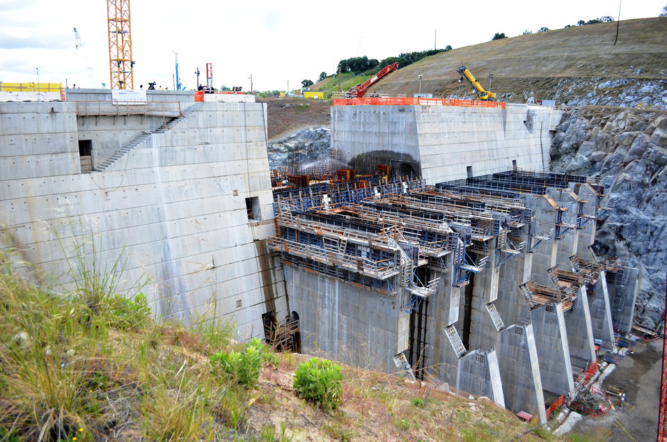 Corps hosts elected officials, partners to celebrate progress on Folsom spillway