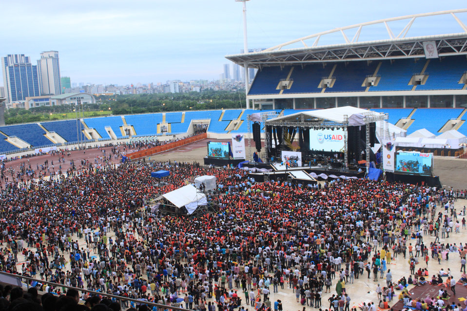 Fans keep on filling in My Dinh Stadium for MTV EXIT concert