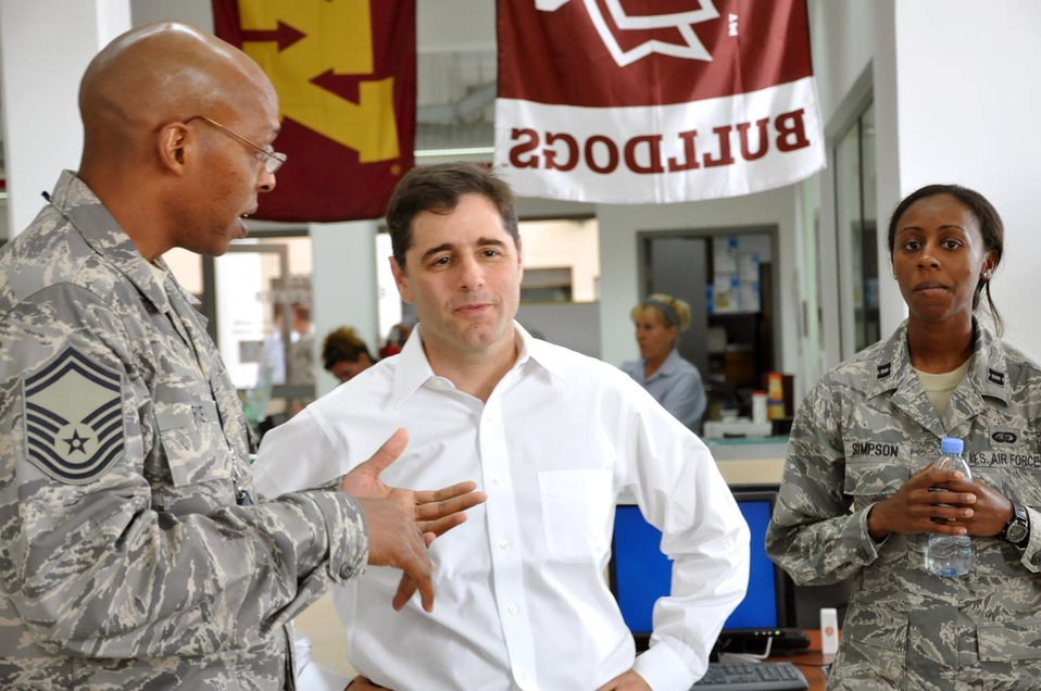 Chairman Genachowski visits with U.S. soldiers