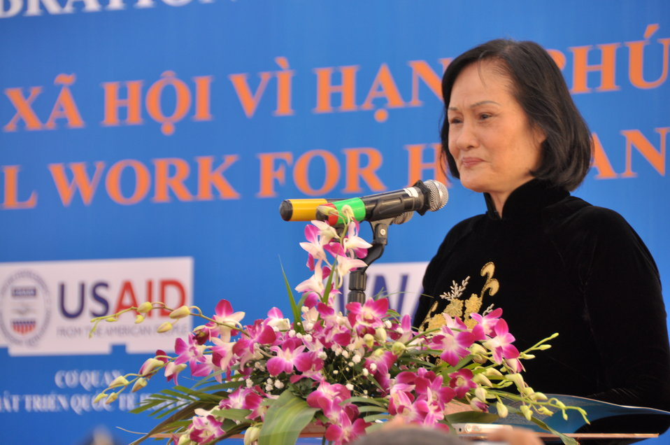 Mdm Nguyễn Thị Hằng, President of Vietnam Vocational Training Association USAID Supports Social Work Education, speaks at the Social Work Day event in Hanoi