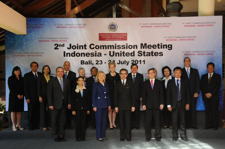 Secretary Clinton Poses for a Photo with the Working Group Chairs of the U.S.-Indonesia Joint Commission