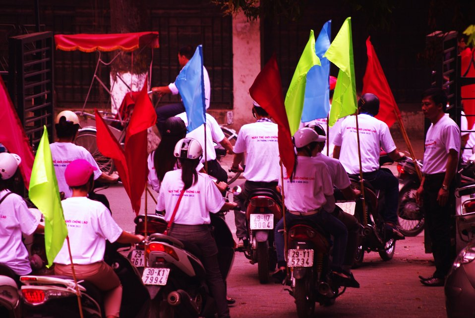 World TB Day in Hanoi: Students take to the streets with the message: Let's Stop TB in our Lifetime