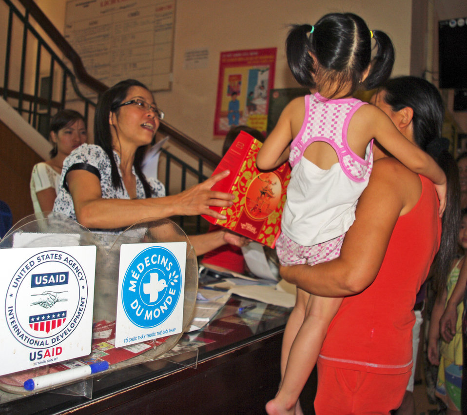 Oprhans and vulnerable children receive free medical check-ups in Hanoi