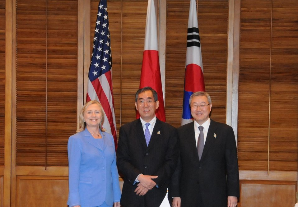 Secretary Clinton, Japanese Foreign Minister Matsumoto, and South Korean Foreign Minister Kim Sung-Hwan Pose for a Photo
