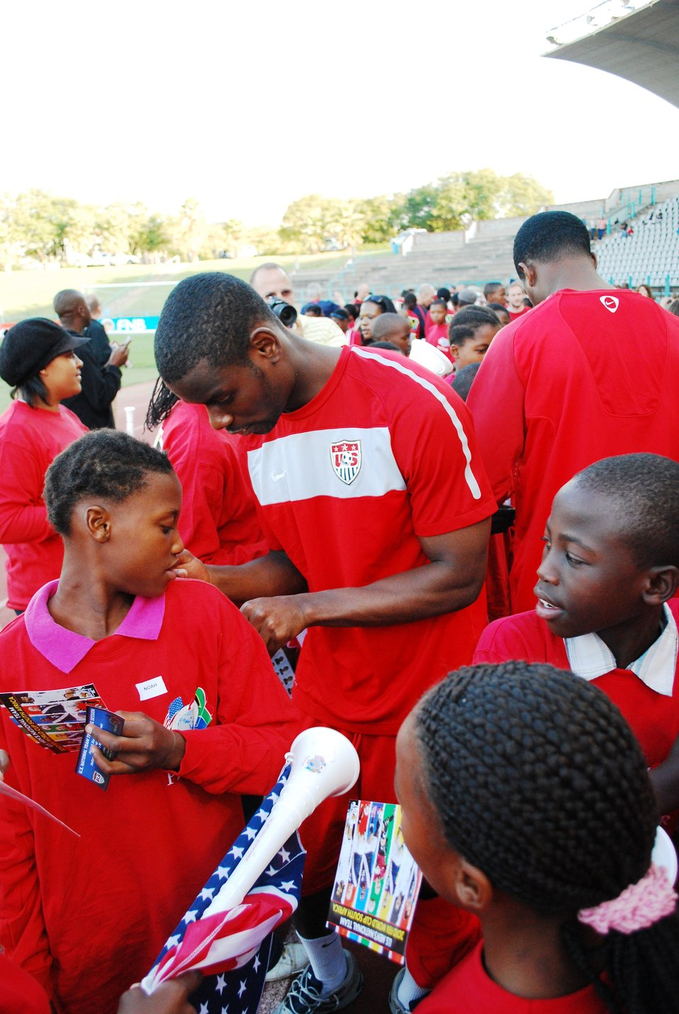 Maurice Edu Signs Autographs