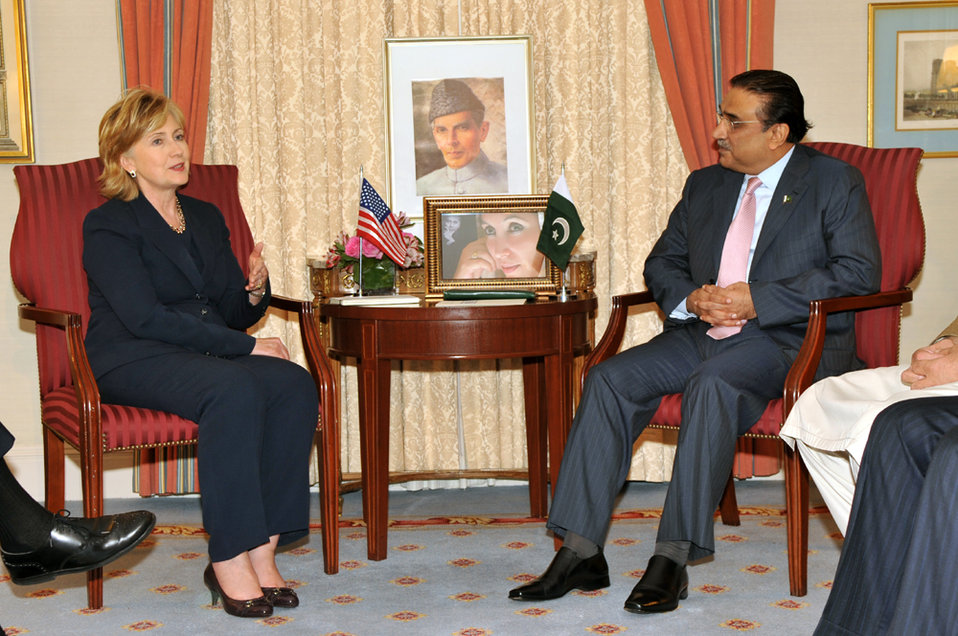 UNGA 2009: Secretary Clinton Meets With Pakistani President