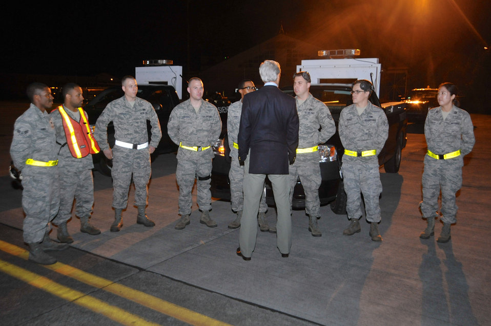 Secretary Kerry Chats With U.S. Airmen