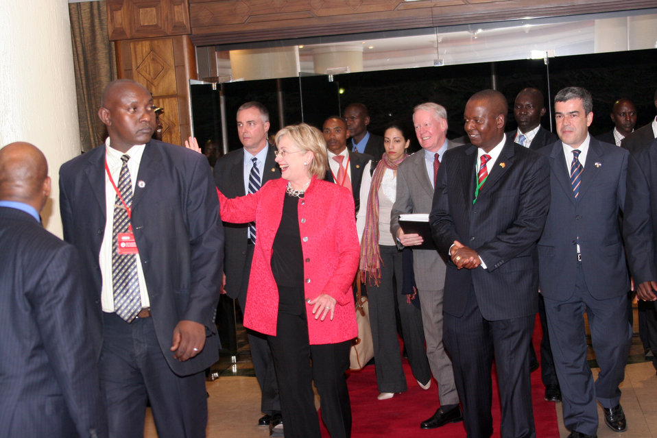 Secretary Clinton Arrives in Nairobi, Kenya