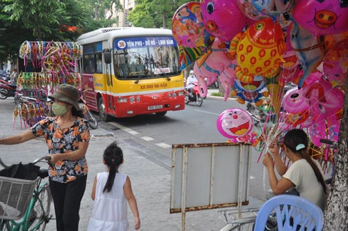 Hanoi dresses up for Mid-Autumn children's festival.