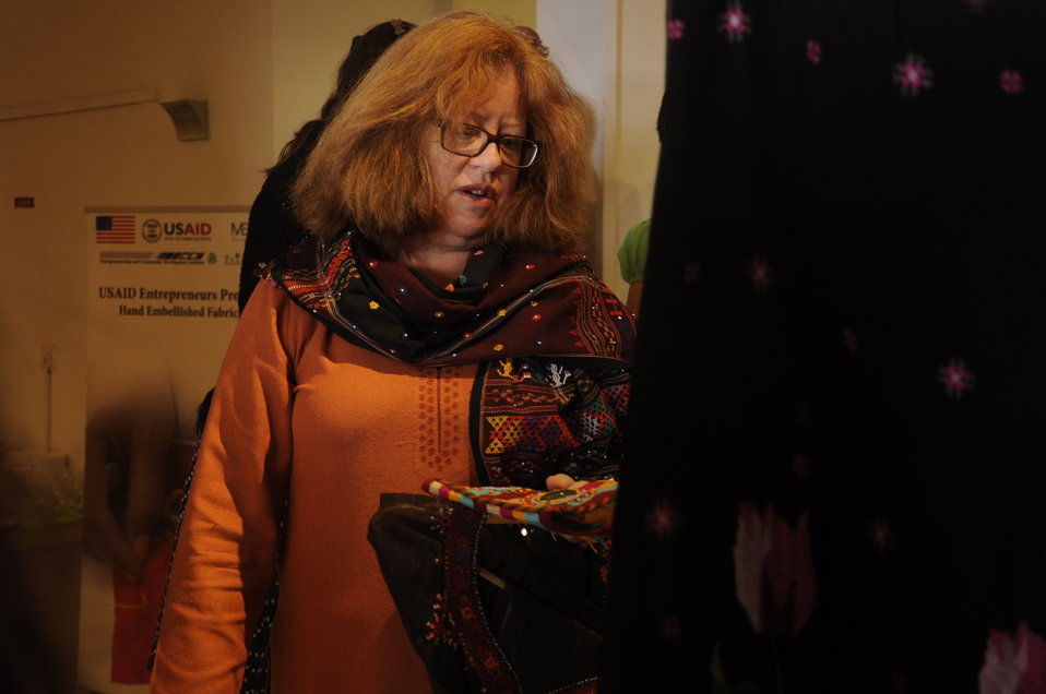 Ms.Cathrine Moore, Deputy Mission Director USAID Pakistan, showing interest in the Products displayed at the Stitching and Chai Exhibition organized by the USAID's Entrepreneurs Project