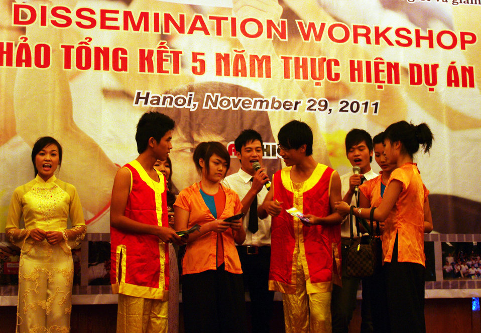 20111129STC Youth Voc Training Dissemination Hanoi RNyberg 5315