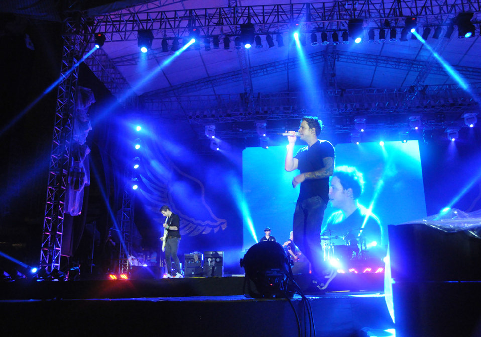 Simple Plan Performs in Hanoi, Vietnam, with message to stop human trafficking now