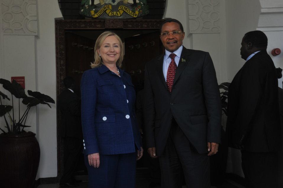 Secretary Clinton and Tanzanian President Kikwete Pose for a Photo