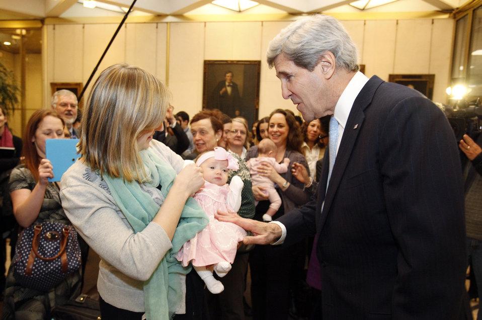 Secretary Kerry at the Embassy London Meet and Greet