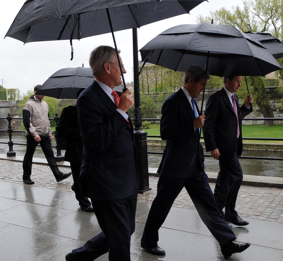 Secretary Kerry Walks to Swedish Prime Minister Reinfeldt's Office