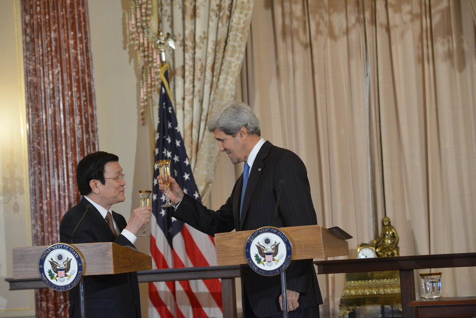 Secretary Kerry and Vietnamese President Truong Tan Sang Toast the U.S.-Vietnam Relationship
