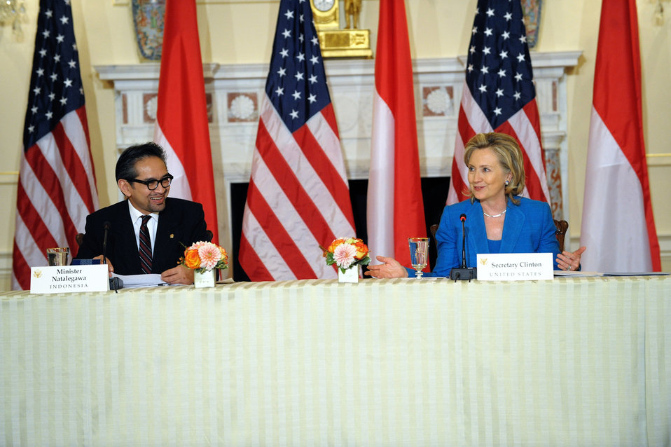 Secretary Clinton Holds a Joint Press Availability With Indonesian Foreign Minister Natalegawa