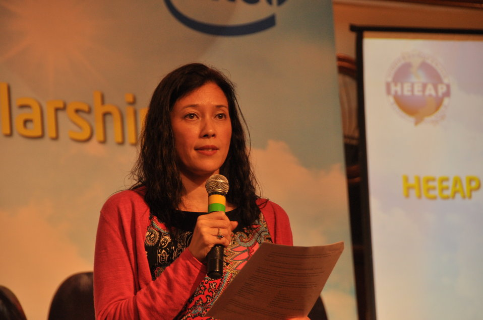 Ms. Sherry Boger, General Manager of Intel Products Vietnam, addresses the awards ceremony