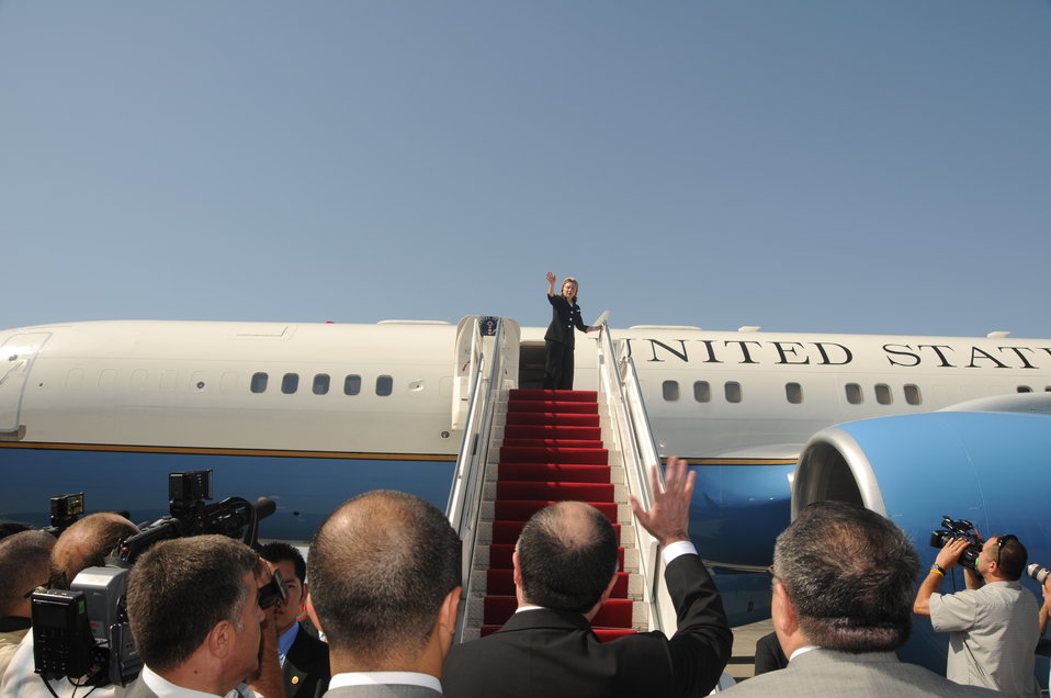 Secretary Clinton Says Farewell to Baku