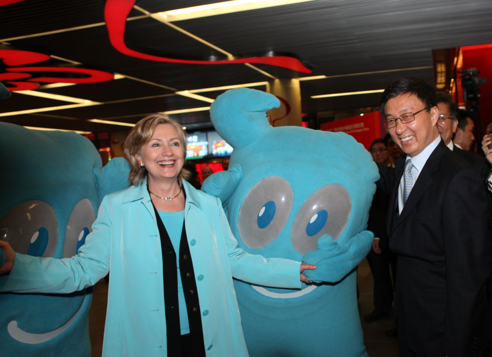 "Secretary Clinton Poses With ""Haibao"" and Shanghai's Mayor Han Zheng"