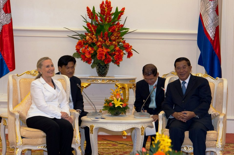 Secretary Clinton Meets With Cambodian Prime Minister Hun Sen