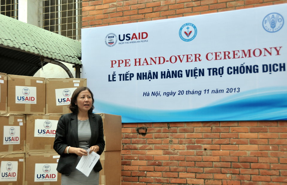 Dr. Nguyen Thu Thuy, Deputy Director General, Department of Animal Health speaks at the personal protective equipment handover ceremony.