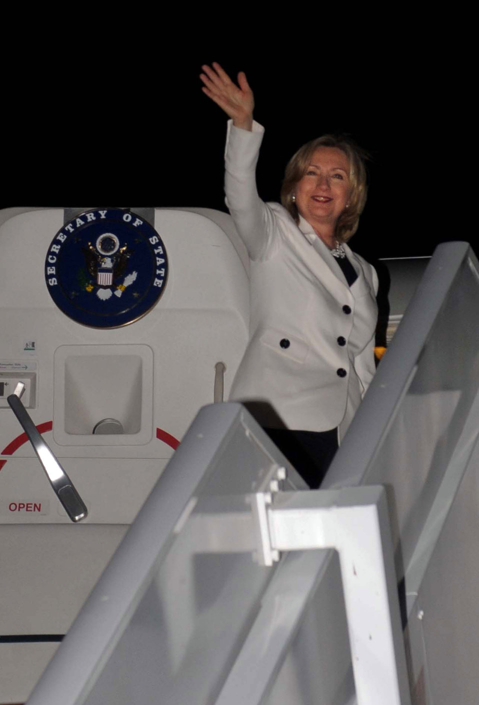 Secretary Clinton Waves Farewell to Egypt