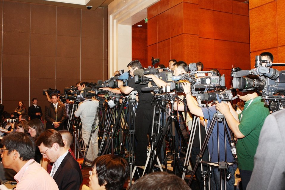 Members of the Press Capture Secretary Clinton and Secretary Geithner's Joint Press Availability