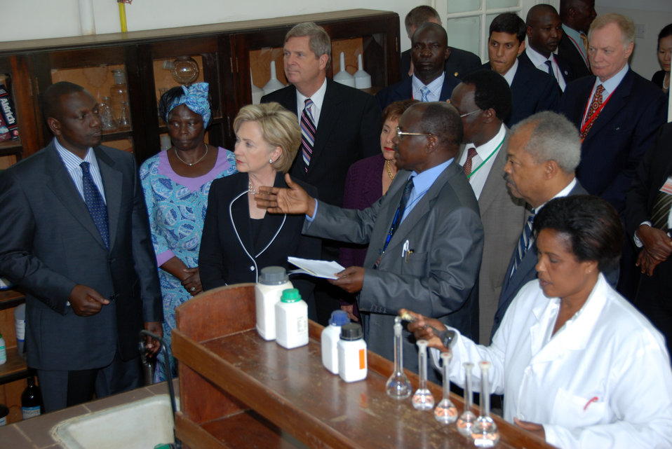 Secretary Clinton Visits Kenyan Agricultural Research Institute