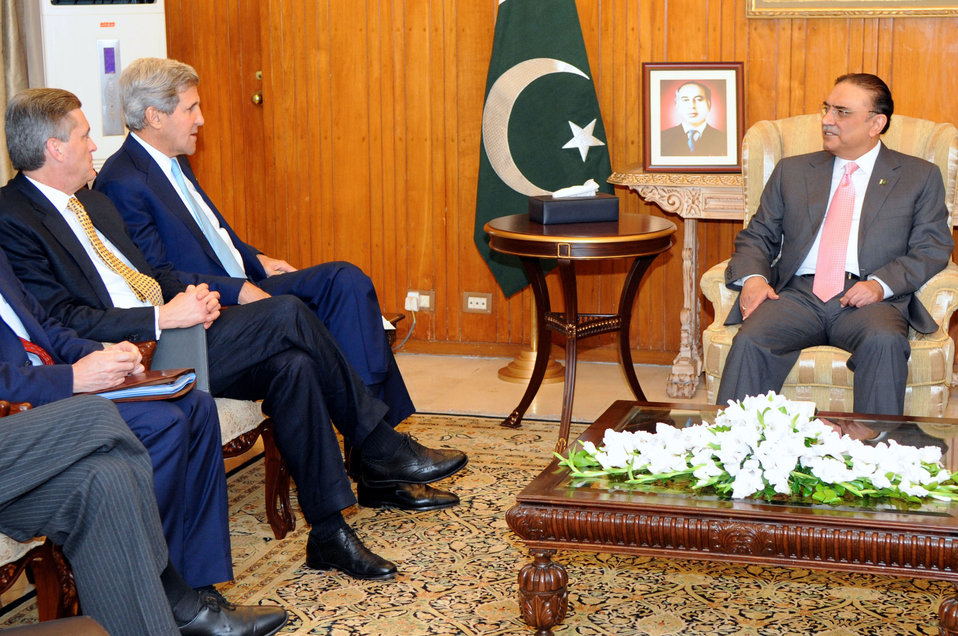 Secretary Kerry Meets With Pakistani President Zardari