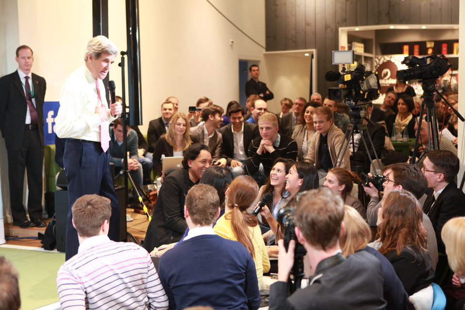 Secretary Kerry Engages Young German Innovators and Leaders in Berlin