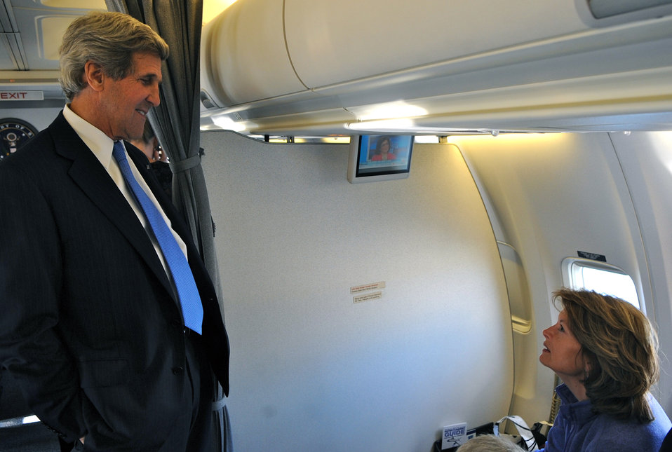 Secretary Kerry Greets Senator Murkowski En Route to Arctic Council Meeting