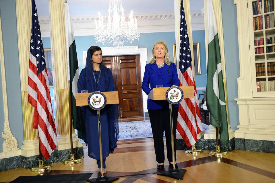 Secretary Clinton Meets With Pakistani Foreign Minister Khar