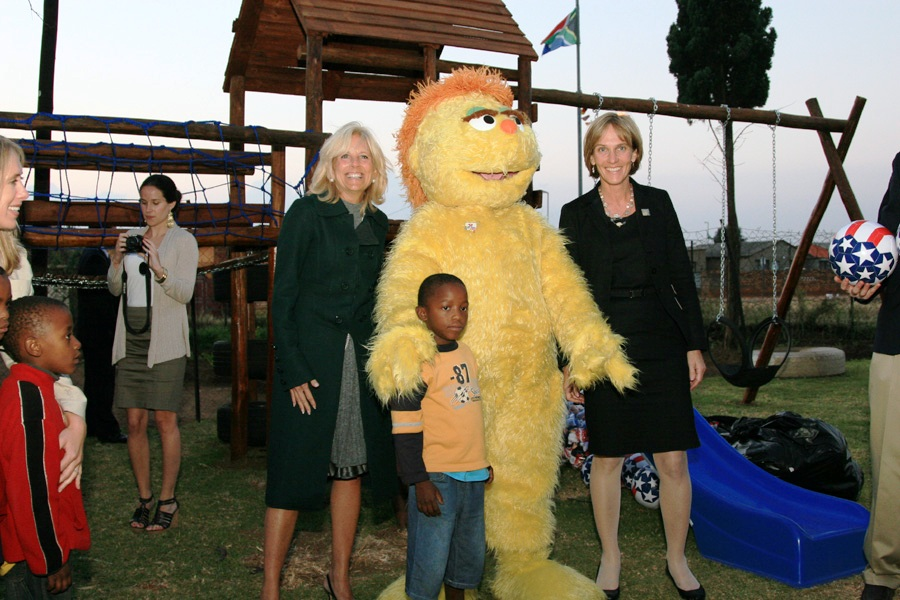 Dr. Jill Biden, Liz Berry Gips, a South African Child, and Kami Pose for a Photo