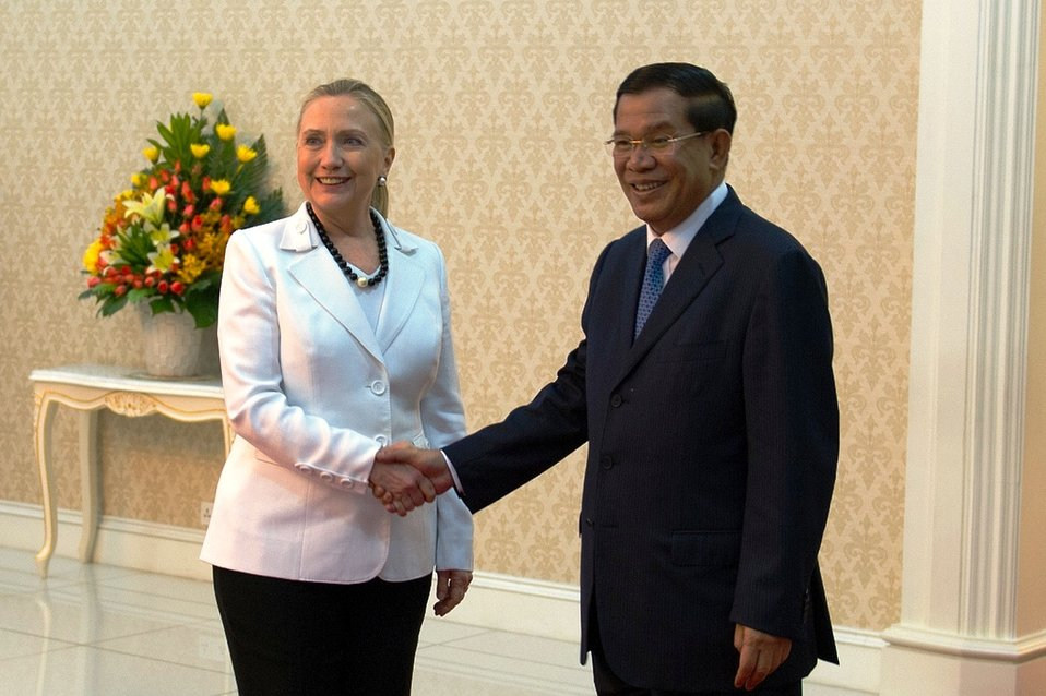 Secretary Clinton Shakes Hands With Cambodian Prime Minister Hun Sen