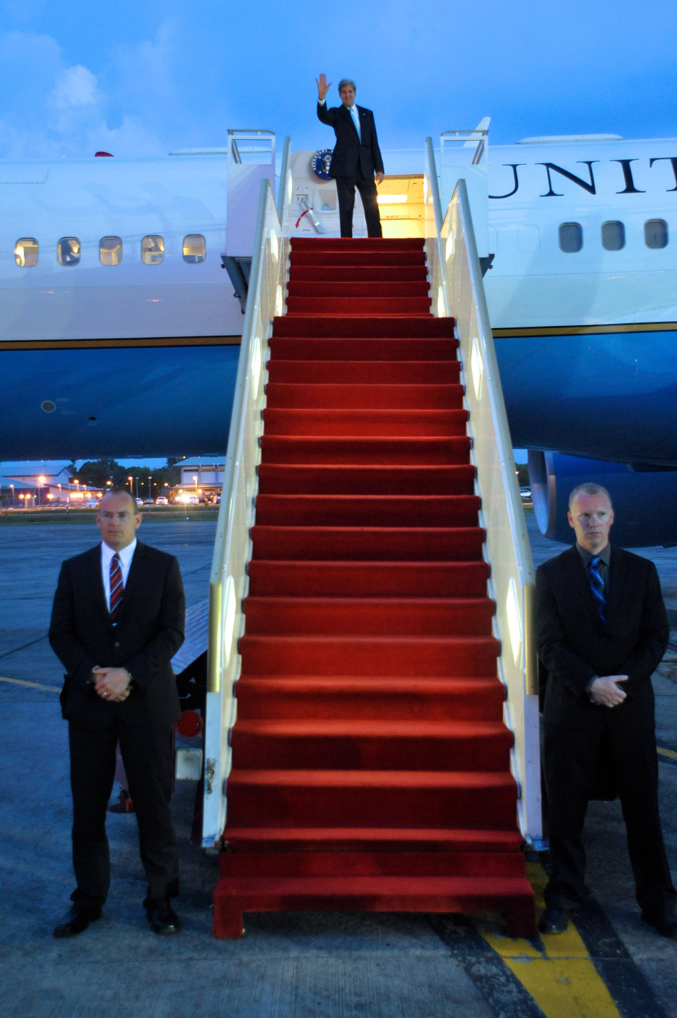 Secretary Kerry Bids Farewell to Brunei