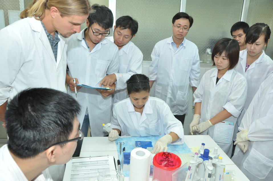 Animal virus detection lab training in Hanoi