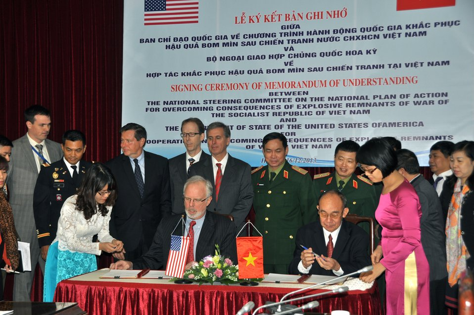 U.S. Embassador to Vietnam David Shear (left) and Mr. Bui Hong Linh, Vietnam's Vice-Minister of the Ministry of Labor, Invalids and Social Affairs (MOLISA) and Committee 504 Vice-Chairman, sign the MoU.