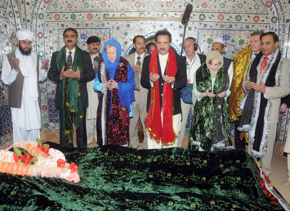 Secretary Clinton Visits Shrine of Shah Abdul Latif Kazmi