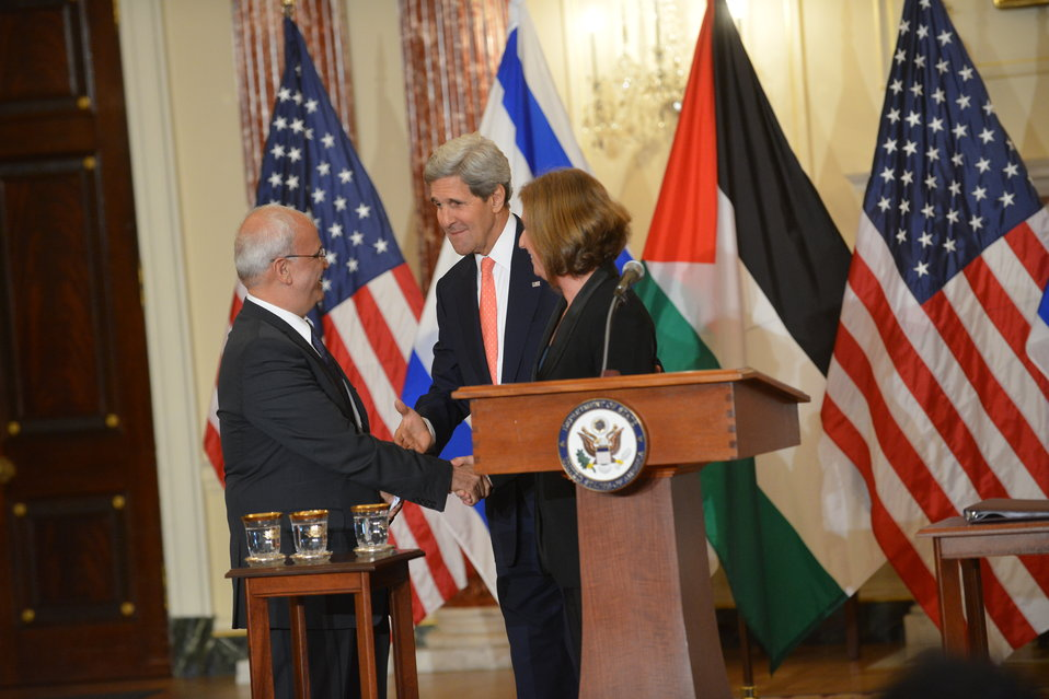 Secretary Kerry, Israeli Justice Minister Livni, and Palestinian Chief Negotiator Erekat Shake Hands