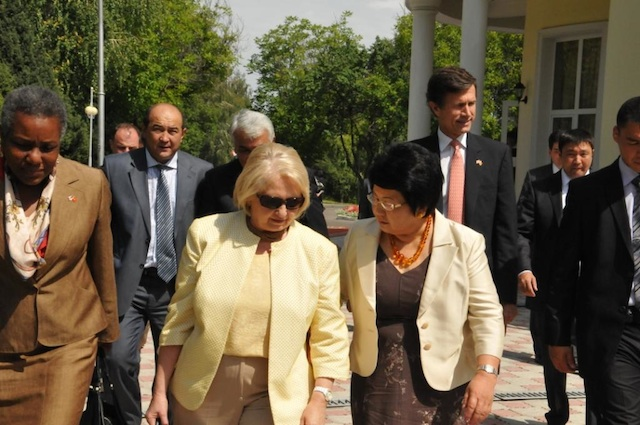 Ambassador Verveer Speaks With Kyrgyz Republic President Otunbayeva