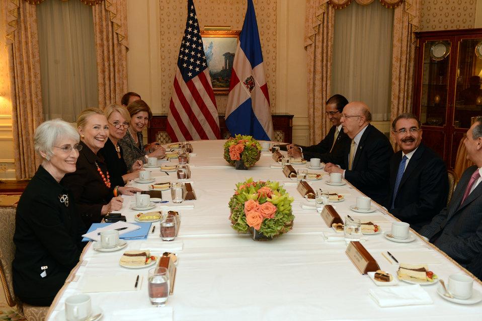 Secretary Clinton Meets With Dominican Republic President Medina